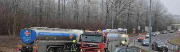 LKW Bergung beim Kreisverkehr Amstetten West
